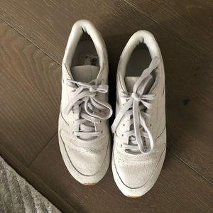 Reebok classic sneaker suede. Size 8